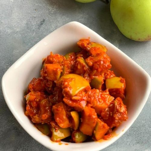 Instant Green Apple pickle is a lip-smacking Instant pickle that has the tartness of the fresh juicy green apples and the spice from the masala.