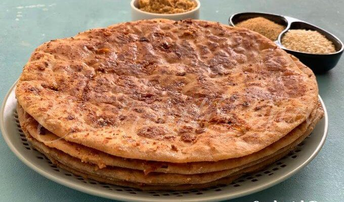 Gul Poli | Tilgul Poli | Jaggery and Sesame seeds stuffed Indian flatbread #BreadBakers