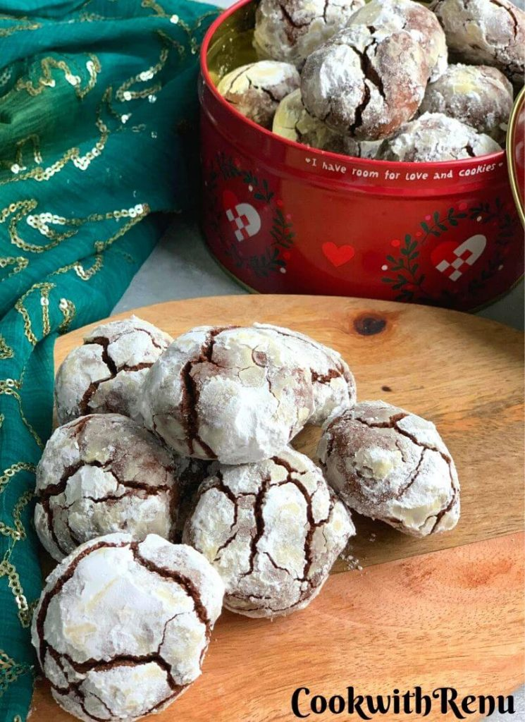 Cookies with a wonderful crinkle on top with Icing Sugar