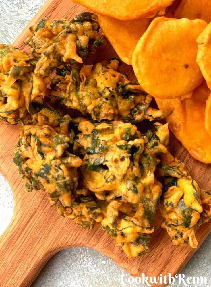 Close up look of Chopped Palak Pakora