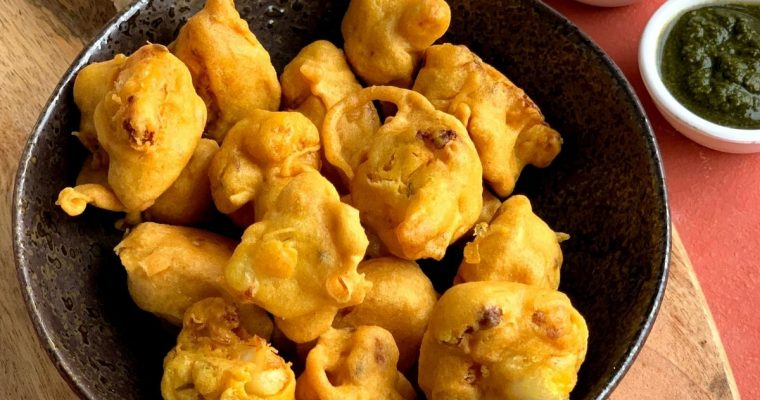 Gobi Pakora (Cauliflower Tea Time Fritters)