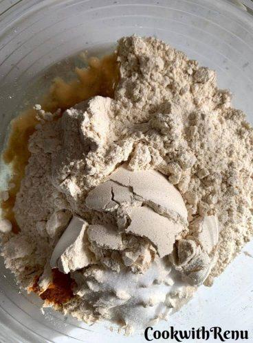 Bowl with flour, salt, turmeric and oil