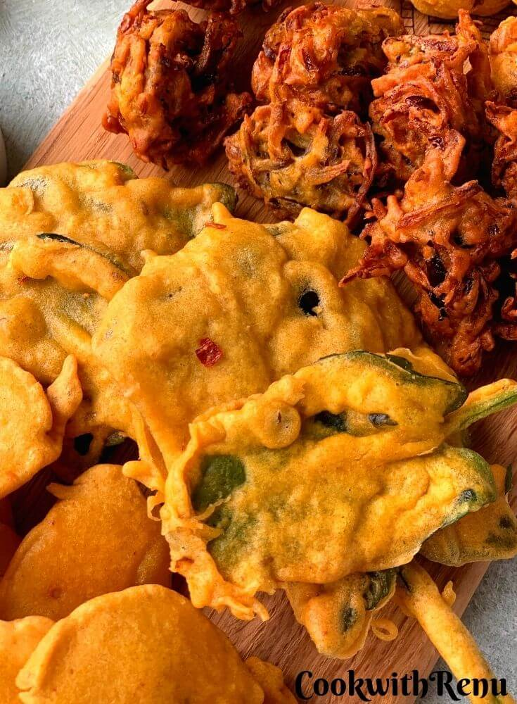 Close up look of Whole Palak Pakora