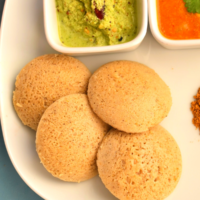 4 Idlis served along with chutney and sambar