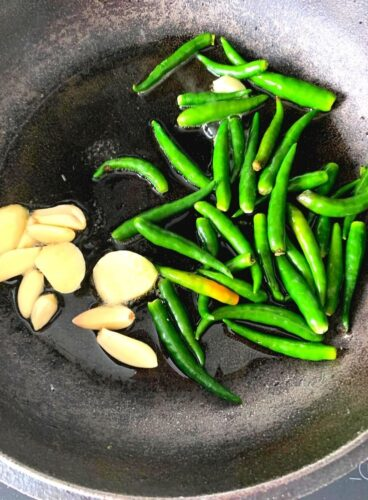 Making of Green Chilli Thecha