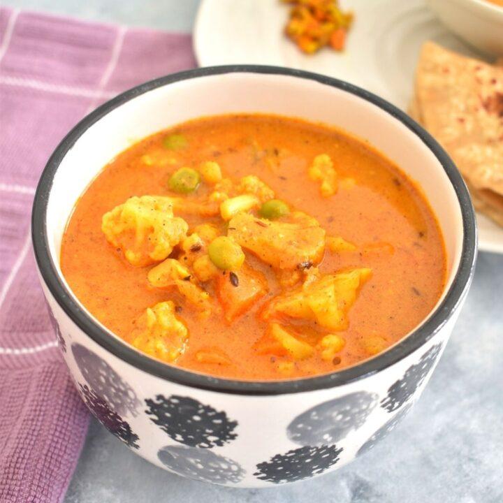 Easy Vegetable Korma served in a big bowl